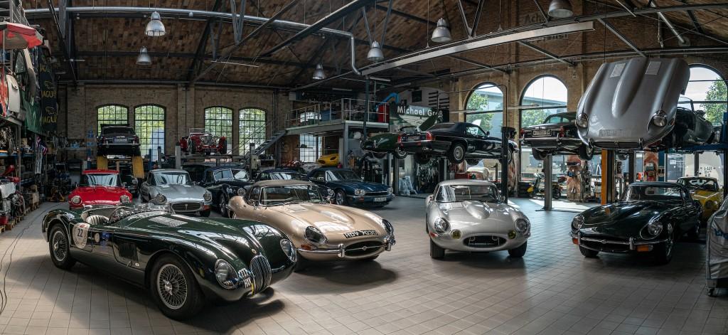Vintage Classic Jaguar Shop E-Type XKE XK
